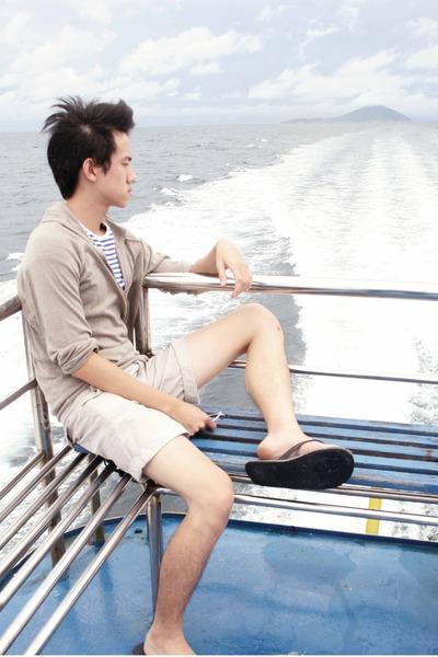 beige Zara sweater - blue Topman t-shirt - beige Topman shorts