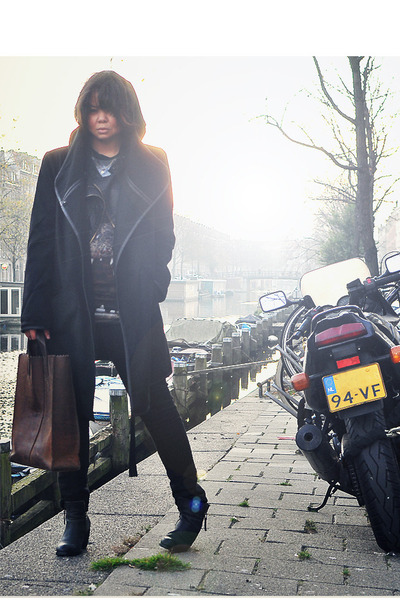black Sacha boots - black BB Dakota coat - black Levis jeans