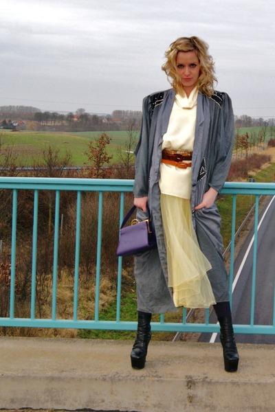 light yellow Vera Mont skirt - black plateau heel booties boots
