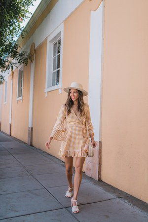 light yellow fifth dress