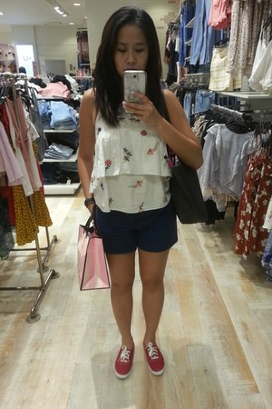 Zara top - Keds shoes - American Eagle shorts