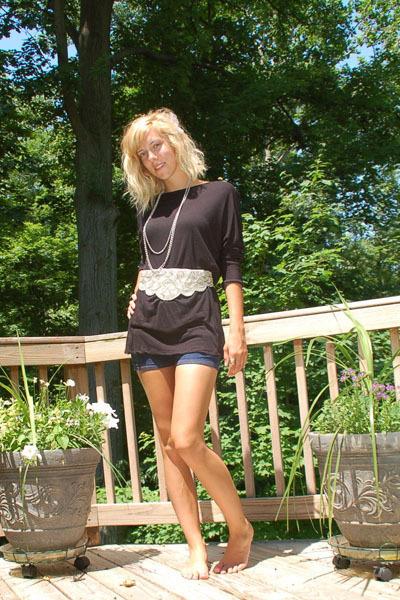 Primark belt - Mossimo shirt - BDG shorts