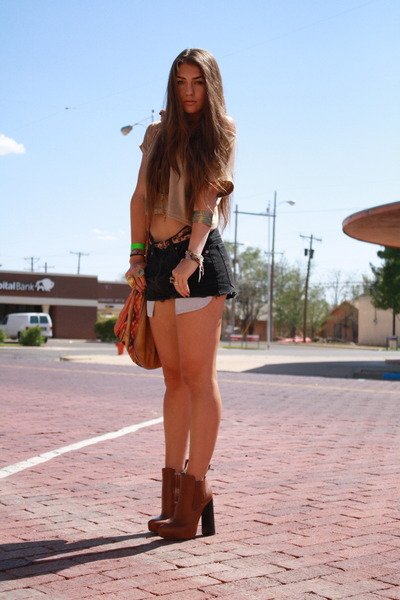 anabelas Alexander Wang boots - hobo leather DIY bag - cutoffs Levis shorts - cr