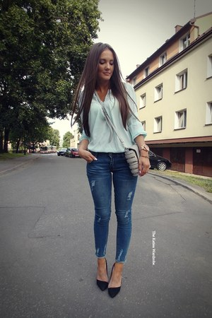 blue Romwecom jeans