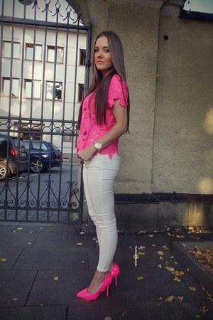 white Romwecom jeans