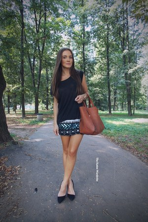black Sheinsidecom skirt