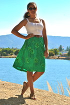 pleated skirt skirt - detailed tank shirt - leather belt - sandals