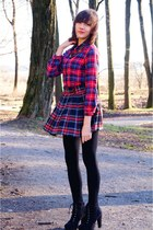red KlamotStore shirt - blue Klamot Store skirt