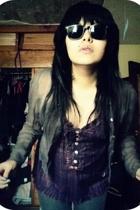 t-shirt - glasses - jeans - jacket