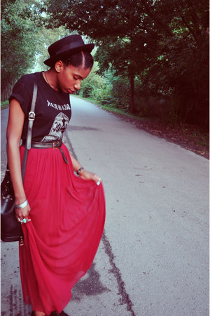 ruby red Forever 21 skirt - black Black Market t-shirt