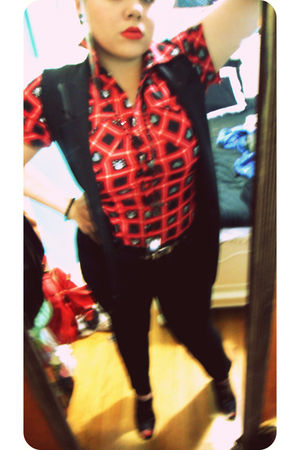 red top - black jeans - black vest - black shoes