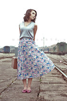 periwinkle floral skirt - white cross line top - magenta flats