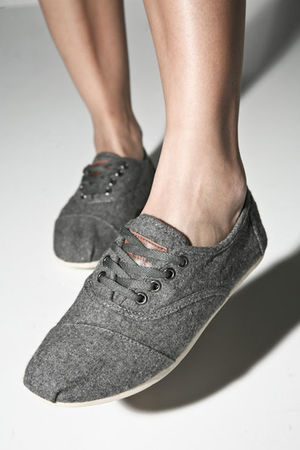 gray woven cordones Toms shoes