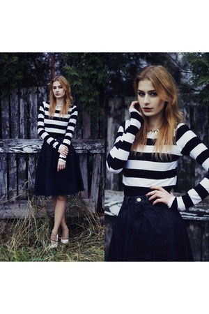 dark gray Sheinsidecom skirt