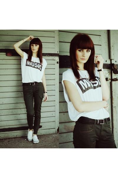 white choiescom t-shirt