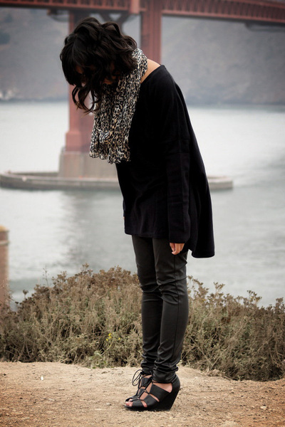 H&amp;M sweater - Urban Outfitters pants - H&amp;M shoes - H&amp;M scarf