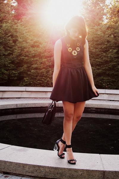 black H&M dress - black Mimi Boutique bag - gold crossroads necklace