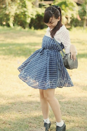 blue vintage dress - black vintage bag