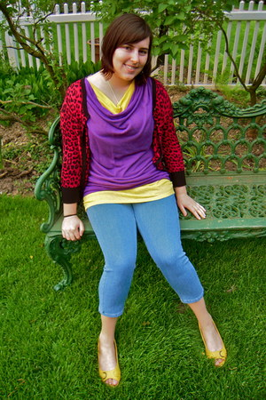 blue jegging capri HUE jeans - purple two tone Akira Chicago top - yellow Airwal