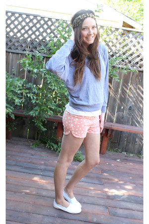 coral star pattern shorts - heather gray pullover American Apparel sweatshirt