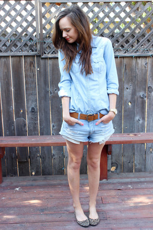 brown ann taylor belt - sky blue jean American Eagle shorts