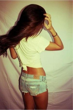 sky blue short shorts Zara shorts - off white croped H&M shirt