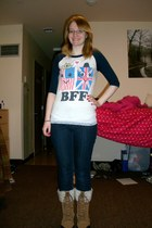 tan snow boots boots - blue skinny jeans jeans - ivory Forever 21 t-shirt