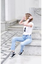 Levis jeans - Converse sneakers
