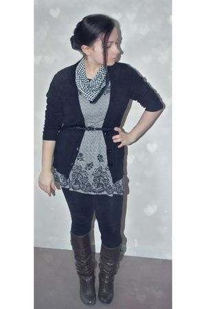 gray H&amp;M top - black H&amp;M belt - black papaya leggings - vintage from Ebay scarf 