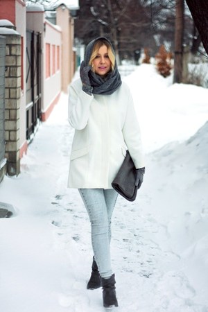 light blue H&M jeans - white Zara coat - heather gray Mango bag