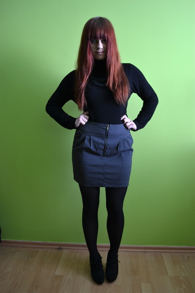 black random brand tights - charcoal gray Hugo Boss skirt - black Tabio heels