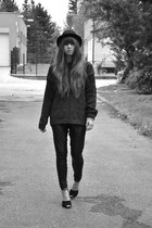 black Gate hat - navy vintage sweater - black H&M leggings - black Zara heels