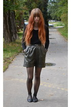 black Orsay blouse - dark green New Yorker shorts - black Stradivarius flats