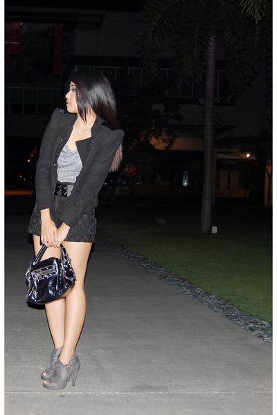 black shoes - gray shoes