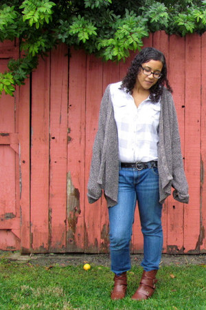 blue Anchor Blue jeans - heather gray Fox top - charcoal gray cardigan - tawny b