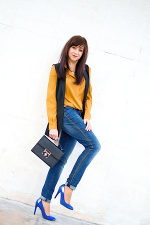black nucelle bag - blue denim skinny more & more jeans