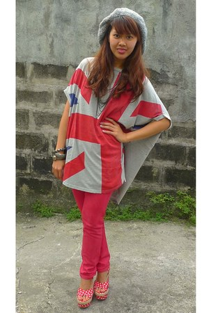 heather gray british flag top - red skinny jeans - heather gray knitted hat