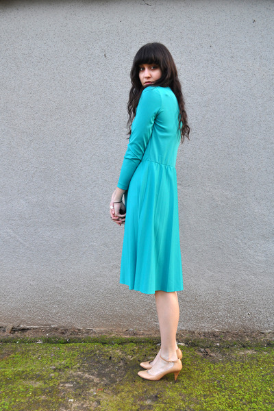 blue vintage dress - beige vintage charter club shoes