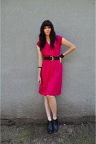 pink vintage dress - black vintage belt - black bracelet - black bracelet - blac