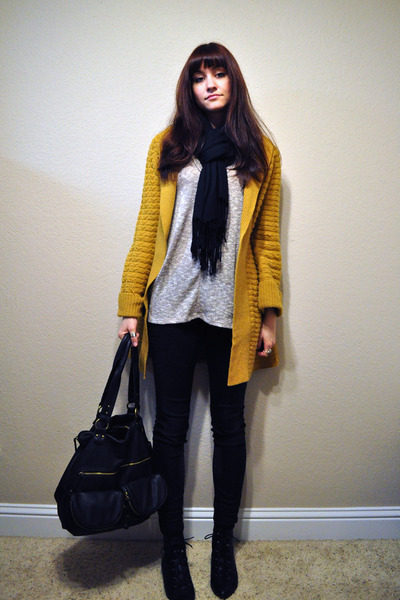 mustard Robin cardigan - black flat lace up Aldo boots