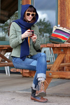 navy scarf - brown moc boots - patches Levis jeans - olive green jacket