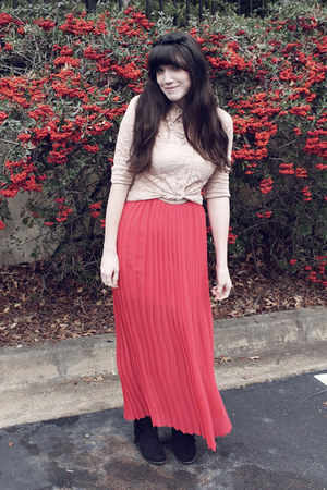 red pleated chiffon skirt - black fringed boots