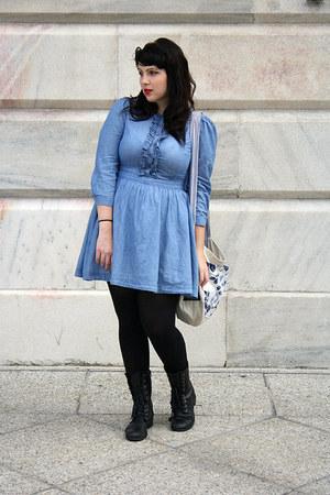 chambray dress - lace up boots - tights - handmade tote bag