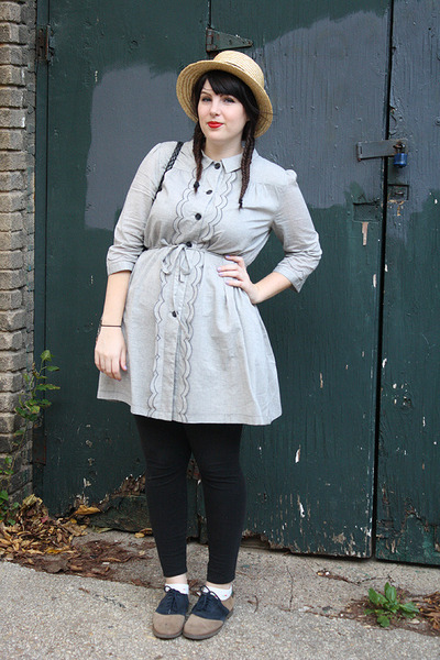 Dear Creatures dress - vintage Bass shoes - straw hat hat - leggings