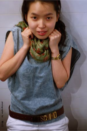 blue top - white pants - brown Moschino belt - green scarf