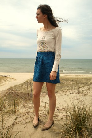 nude Target shirt - blue Tulle skirt - camel thrifted flats