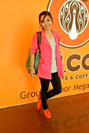 hot pink blazer - black jeans - grey sleeveless shirt - cucumber green bag