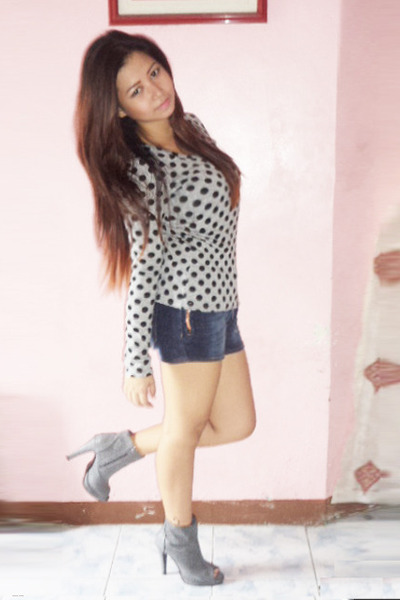 &shorts shorts - long sleeve top thrifted vintage top - Primadonna heels