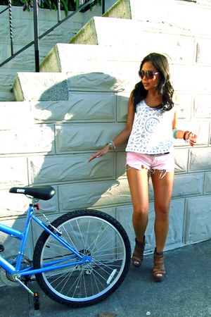 light pink brandy melville shorts - Marc Jacobs sunglasses - tan Jeffrey Campbel