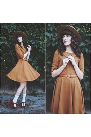 tawny OASAP dress - tan brixton hat